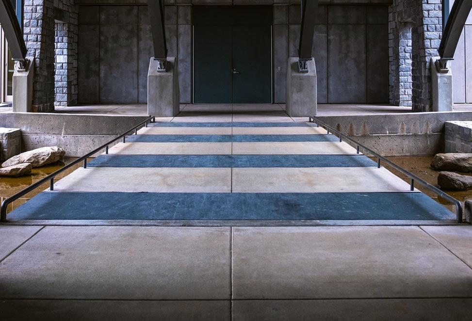 ingresso pavimento in granito, esterno ma coperto