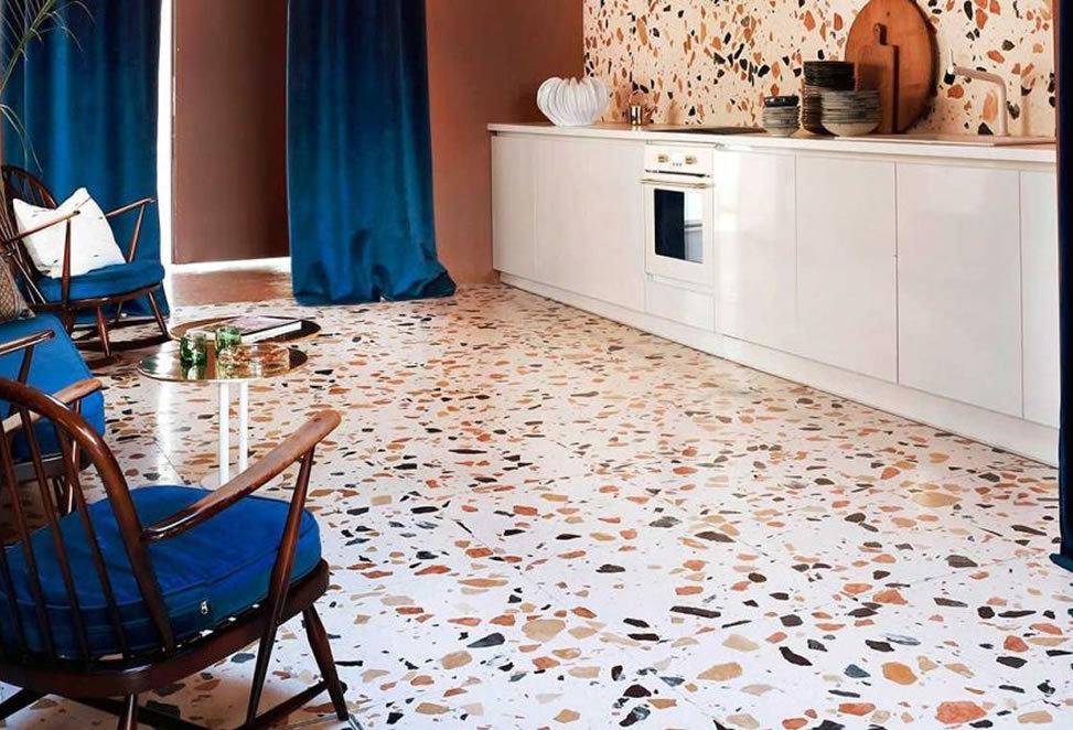 cucina con pavimento in graniglia (casa di bergamo)