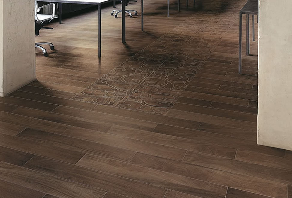 pavimenti gres porcellanato effetto legno con decorazione