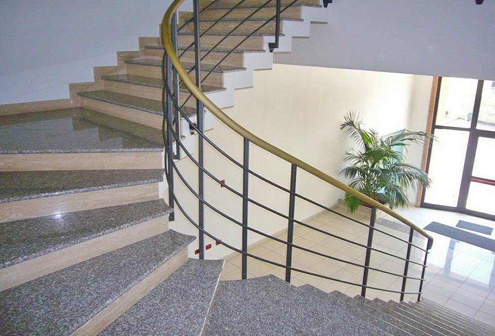 scale marmo granito bergamo condominio